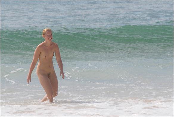 Jennie kommer som en Venus ur vågorna